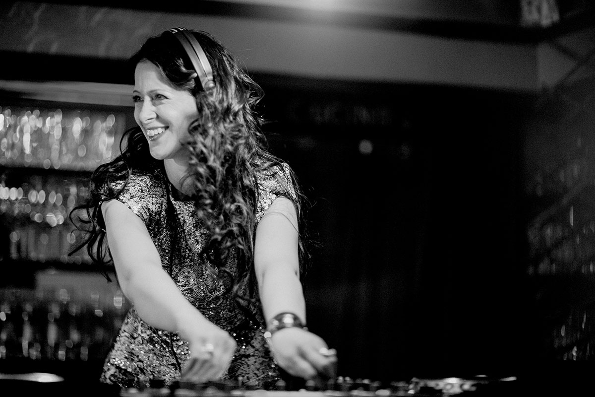 DJanes & DJs